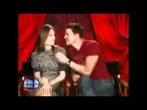 david boreanaz and emily deschanel // they kiss!